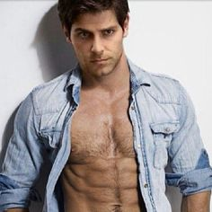 david-giuntoli-body