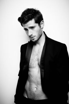 julian-morris-shirtless